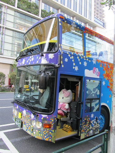 Hello Kitty Hato Bus