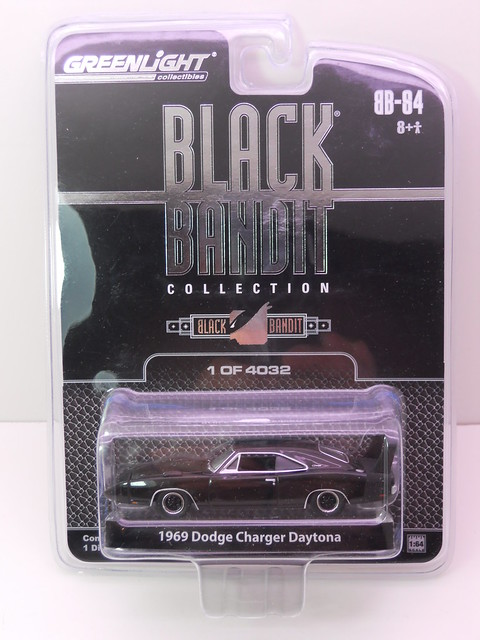 greenlight black bandit 1969 dodge charger daytona (1)