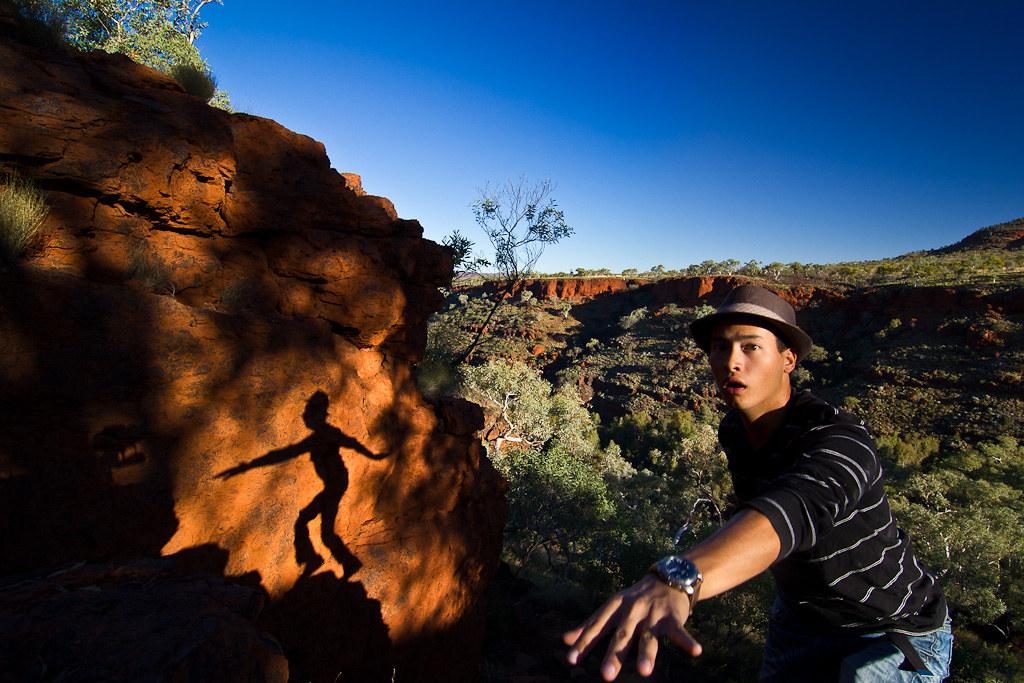 J 42 / Auto-portrait : L'ombre de l'équilibriste