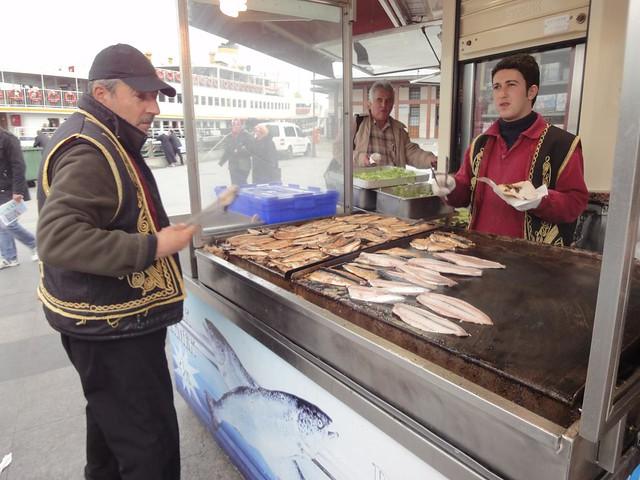 Peixe a grelhar em Istambul