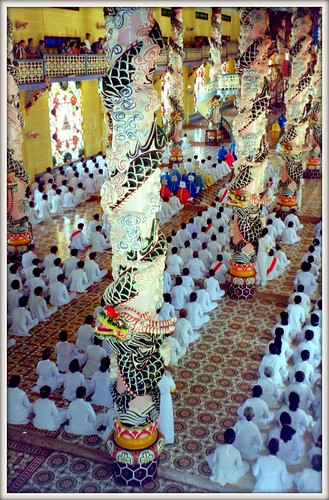 Cao Dai ceremony v2
