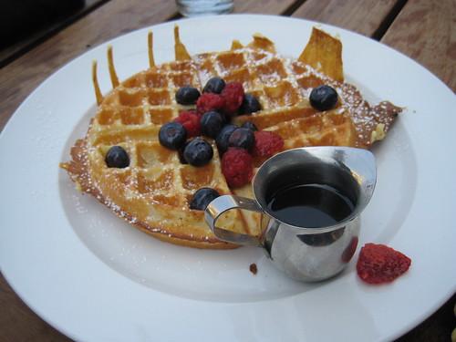 belgian waffle, berries
