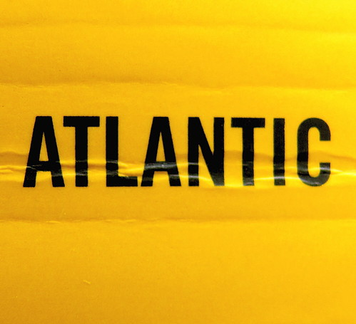 Adam Haslett, Union Atlantic, Einaudi sl 2010, progetto grafico di Riccardo Falcinelli, alla cop.: ©Mary Evans / Archivi Alinari: dorso (part.), 3