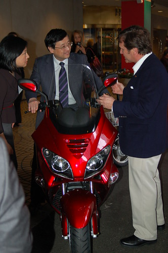 ZAP Founder showing electric motorcycle to Chien Lu, Party Secretary from Shanghai's Yangpu Province.