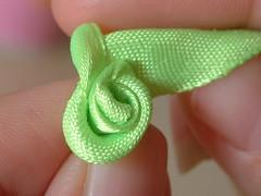 how to make ribbon roses-09