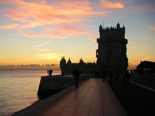 sunset_behind_Torre_de_Belèm