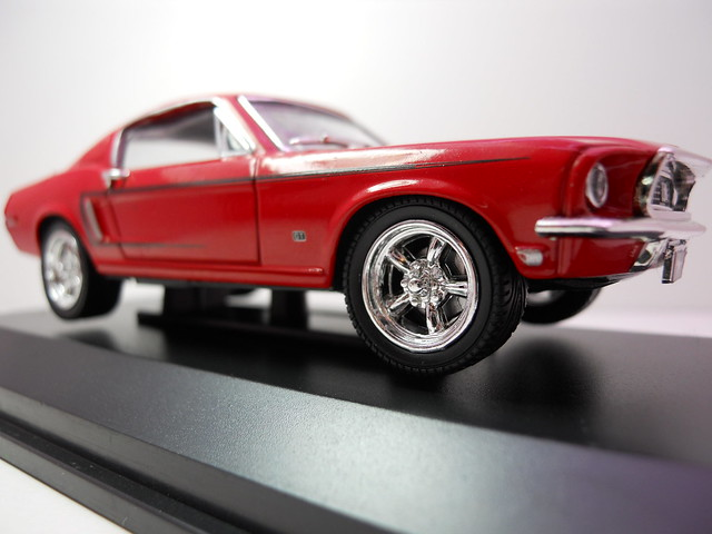 Yat Ming Signature 1968 Ford Mustang GT (3)