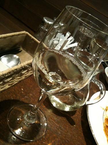 ワインはクラウディア デ ヴァルファルモサ。フルーティでクリア。リゾート地のランチにいただきたいほど軽くて爽やか。