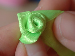 how to make ribbon roses-10