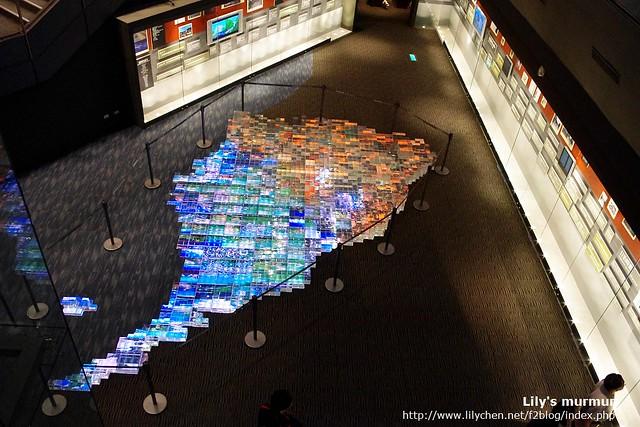 宜蘭版圖,各地的特色與名產,拼成馬賽克並搭配持續變化的燈光,很漂亮。
