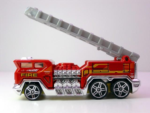 hot wheels 5 alarm (3)
