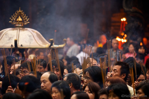 Crowds and Incense at Longshan Temple