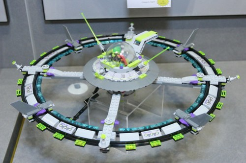 LEGO Toy Fair 2011 - Alien Conquest - 7065 Alien Mothership - 2