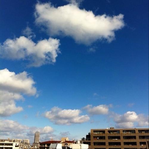 ウッは~、今日はいい天気だ! みんなー、( ^ω^)( -ω-)( _ _)おはよ!