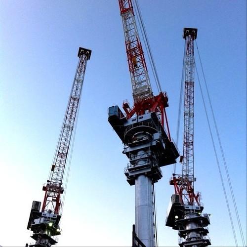 (^o^)ノ < おはよー! クレーン三兄弟です。 今日も笑顔でよろしくー! #crane #Osaka #Abeno