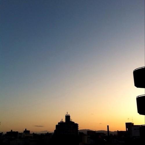 (^o^)ノ < おはよー! 今朝の大阪、雲一つないお~! #Osaka #morning