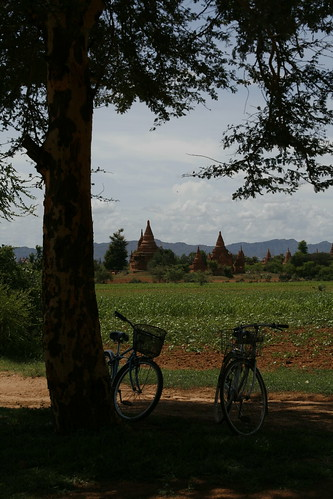 Bicicletas junto al Pyathada Paya
