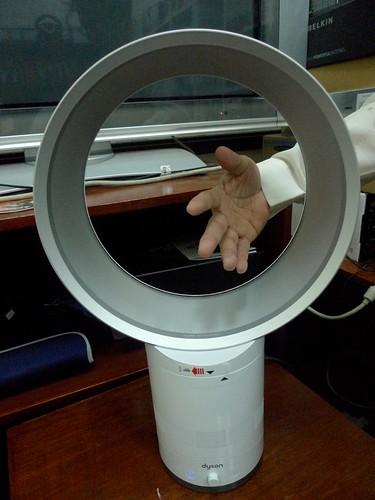 Bladeless electric fan