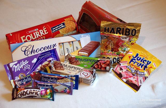 超市買的糖果餅乾,要帶回去孝敬家人跟同事的。蜂蜜我也忘記拍了...