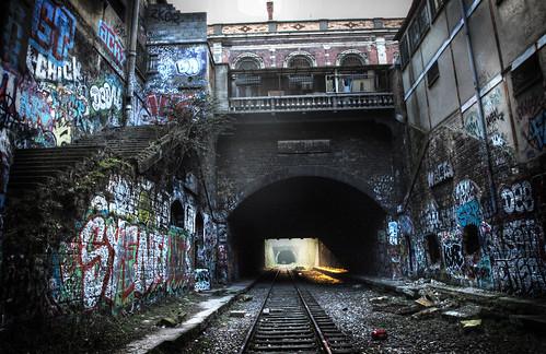 Antigua estación abandonada en la Petite Ceinture de Paris by Monigote Valencia