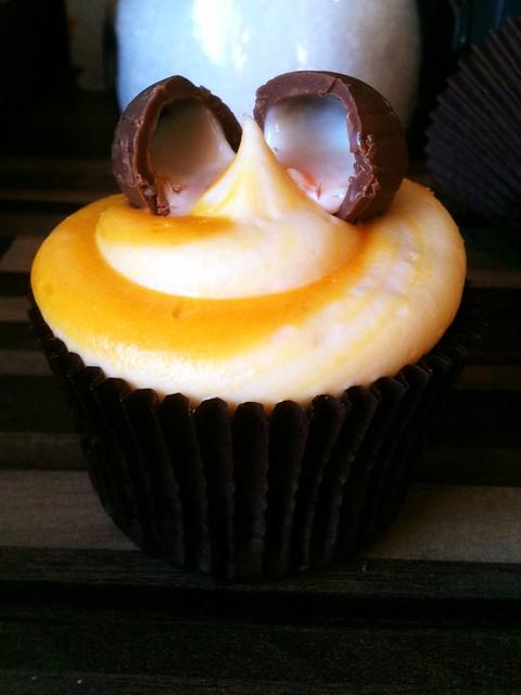 Sticky Pinny Creme Egg Cupake