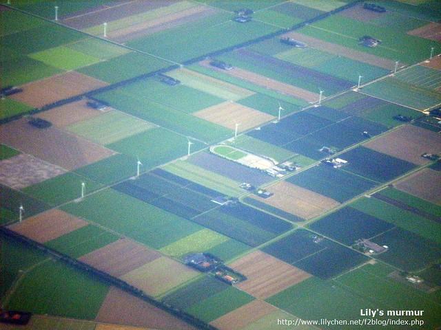 接近荷蘭了,快要降落了,真的好平坦啊荷蘭。