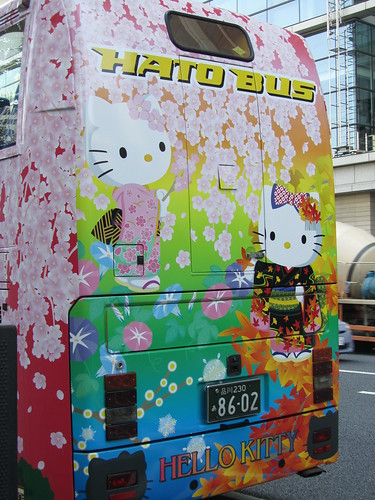 Hello Kitty Hato Bus