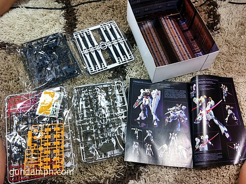 Building MC RX-93 Nu Gundoom Gundam (3)