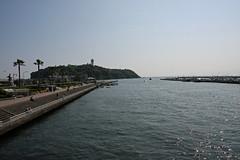江の島めぐり―片瀬橋から江の島(Enoshima from Katase bridge, Enoshima, 2011)