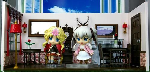 Haru-chan and Nao inside the playset
