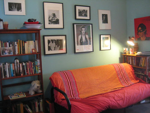 The Royal Tenenbaums Meet Amelie In A Colorful Book Filled New York Apartment Offbeat Home Life