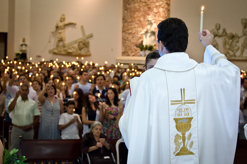 Missa solene da Ressurreição com a benção do fogo e do Cílio Pascal - 24/04/2011