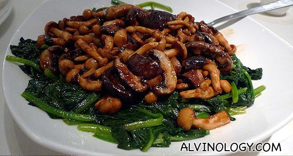 三菇炒菠菜