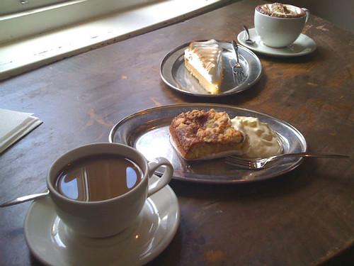 kaffe og kage på Lilla Kafferisteriet