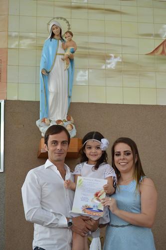 Maria com os padrinhos Gabriel e Maria Luíza
