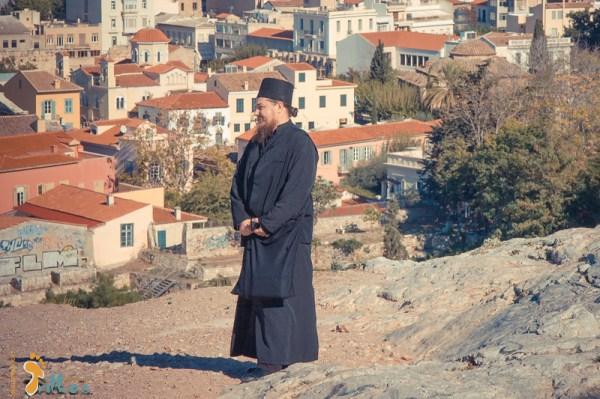 """Padre Ortodoxo no """"monte de Ares"""" onde, segundo a tradição,  São Paulo terá pregado os seus sermões (Atenas, Grécia)"""