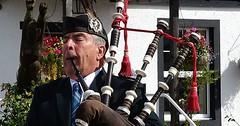 "Der Dudelsack. Die Dudelsäcke. Ein Schotte spielt den Dudelsack. • <a style=""font-size:0.8em;"" href=""http://www.flickr.com/photos/42554185@N00/31561011452/"" target=""_blank"">View on Flickr</a>"