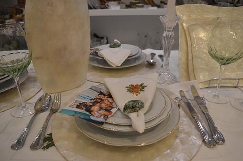 Entre linhos e porcelanas, fotos da visita de Karina e Yáscara à creche