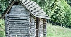 """Die Blockhütte. Die Blockhütten. Oder: Das Blockhaus. Die Blockhäuser. Bei einer Blockhütte bestehen die Wände aus Baumstämmen. • <a style=""""font-size:0.8em;"""" href=""""http://www.flickr.com/photos/42554185@N00/32087008152/"""" target=""""_blank"""">View on Flickr</a>"""