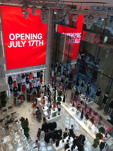 H&M Fifth Avenue Flagship store