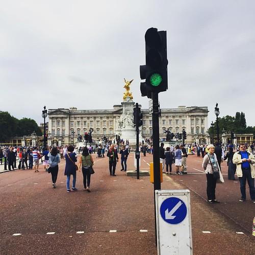 #GreenLight  @ #BuckinghamPalace #London #LDN #GreenPark #traveloup