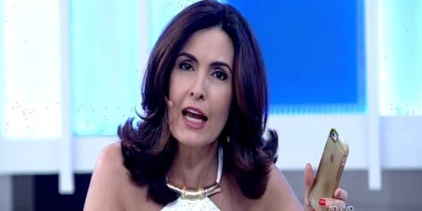 Fátima Bernardes é iterrompida ao vivo por toque de seu celular