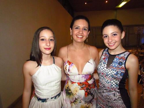Maria Angélica e as filhas Ana Luíza e Isabela