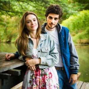 Chay Suede e Isabelle Drummond farão novo par romântico em novela das 18h