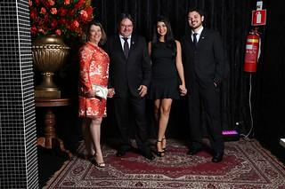Cida e Eduardo Pinho, com o filho Vitor e a namorada Verônica