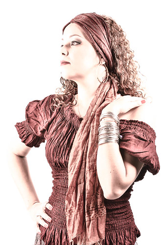 Vivian Alves - Professora de danças étnicas