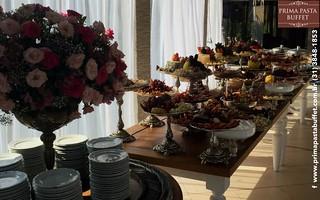 Mesa de pratos mediterrâneos do Prima Pasta