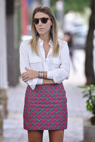 estampa + camisa branca