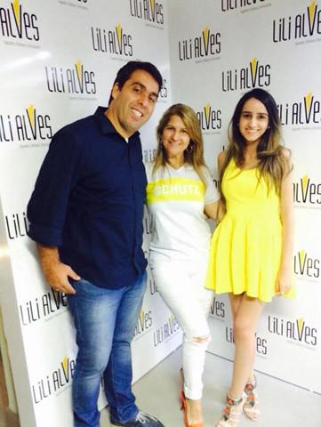 Rogério Evangelista, representante da Schutz, com Soely Alves e Manu Costa