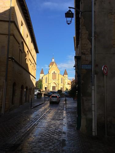 Et un peu plus loin sur la route, devant l'église de Charlieu !